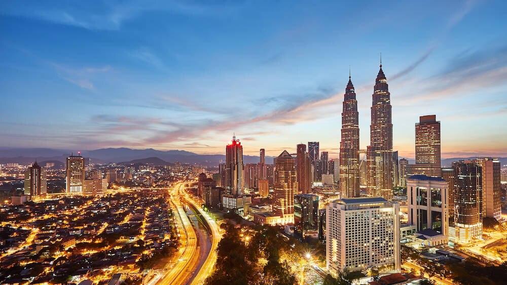 Kuala Lumpur mit seinem majestätischen Wahrzeichen, den Petronas Towers, ist die Hauptstadt Malaysias