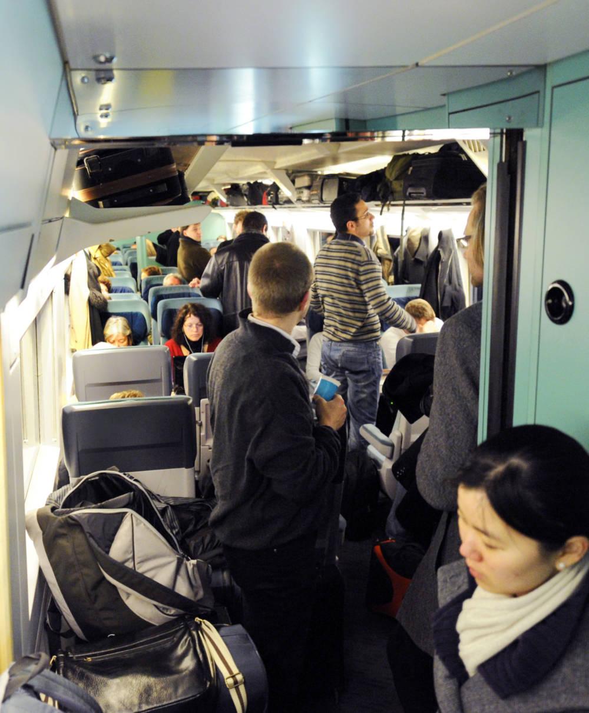 Полезные советы: 11 действий, которых следует избегать в поездах рис 2