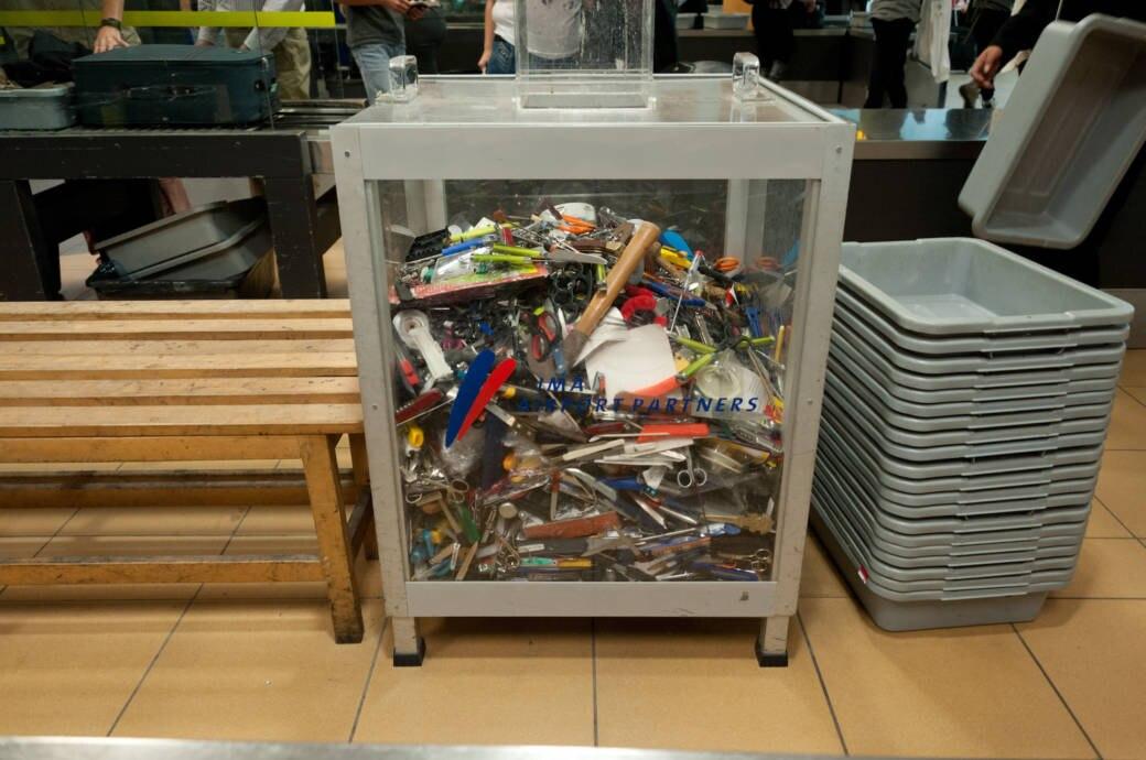 Flughafen Gegenstände abgeben