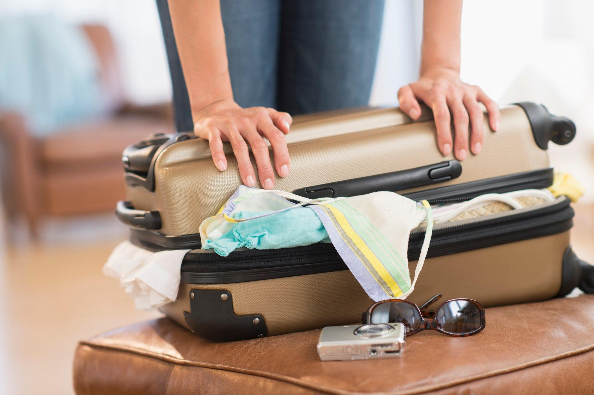 vakuumieren mit diesem einfachen trick passt alles in den koffer travelbook. Black Bedroom Furniture Sets. Home Design Ideas