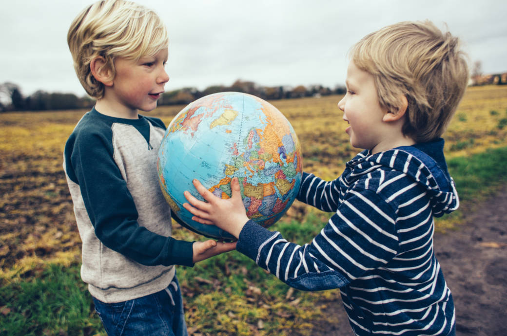 Kinder, Globus, Erdball