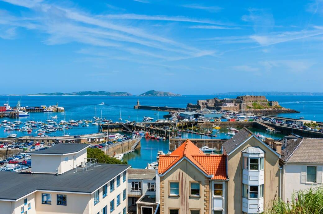 In St. Peter Port, dem Hauptort von Guernsey, legen auch Kreuzfahrtschiffe an