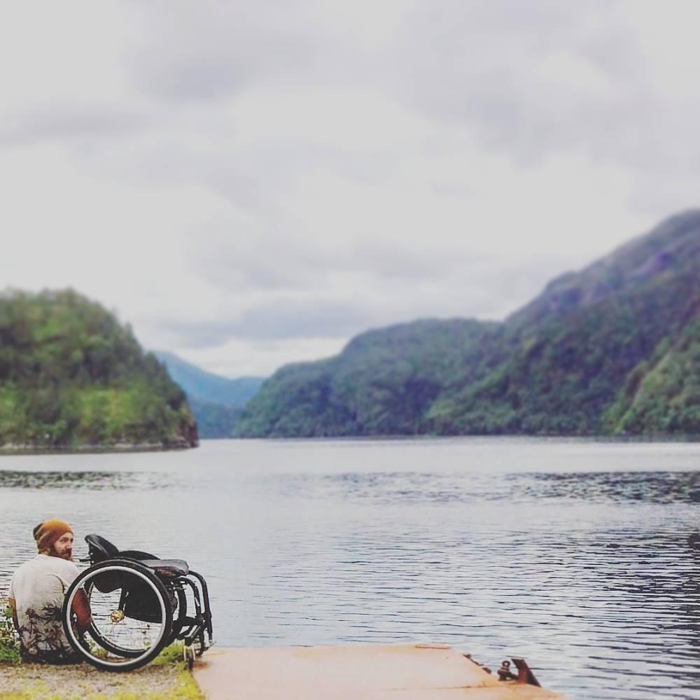 Backpacker im Rollstuhl