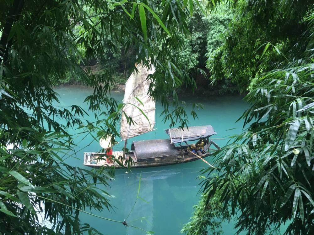 Hier wirkt das Wasser des Jangtse (Fluss in China) schon fast unnatürlich türkis