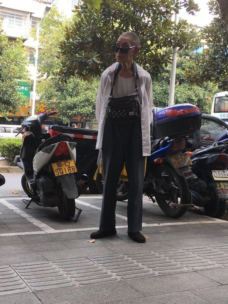 """Ungefähr so sieht es aus, wenn ein Chinese eine Gruppe von """"Langnasen"""" sieht"""