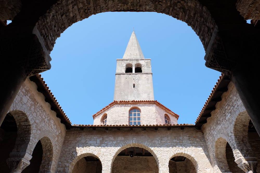 Poreč, Bischofsgebäude