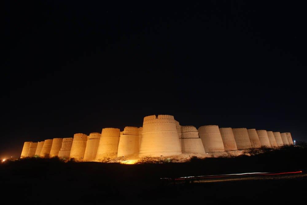 Die Derawar-Festung in der pakistanischen Cholistan-Wüste bei Nacht