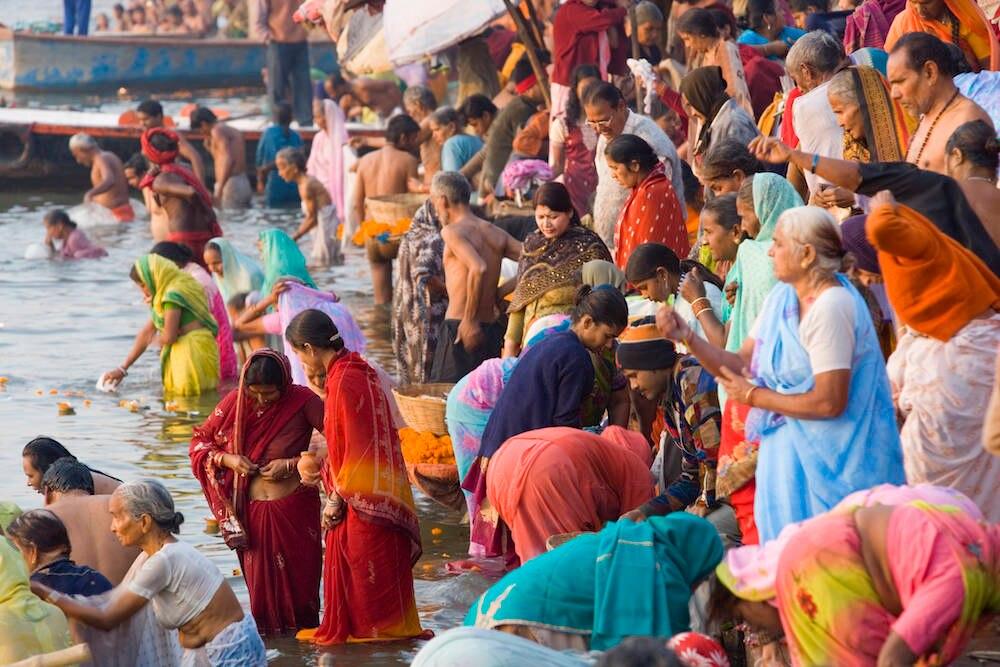 Ein rituelles Bad im Ganges ist Pflicht für jeden gläubigen Hindu