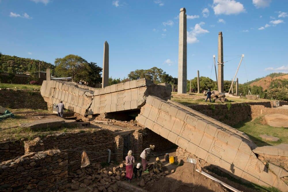 Das Stelenfeld aus dem alten aksumitischen Reich ist eines der Mysterien der Erde. Man vermutet, der umgestürzte Pfeiler sei der Grabstein von Makeda