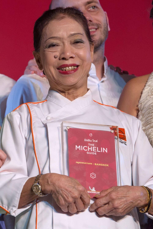 Jay Fai bei der Ehrung mit dem Michelin-Stern in Bangkok