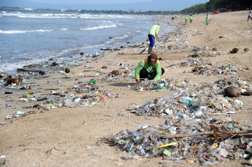 Kuta Beach, Müll