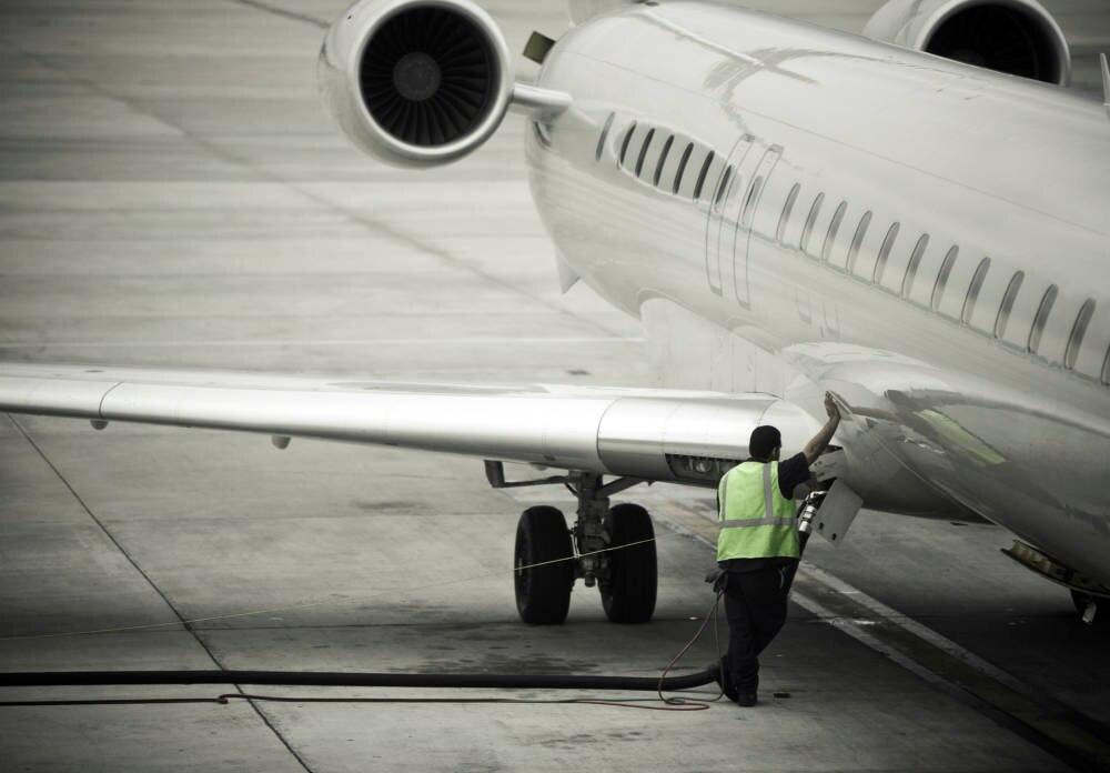 Flugzeug betanken Kerosin