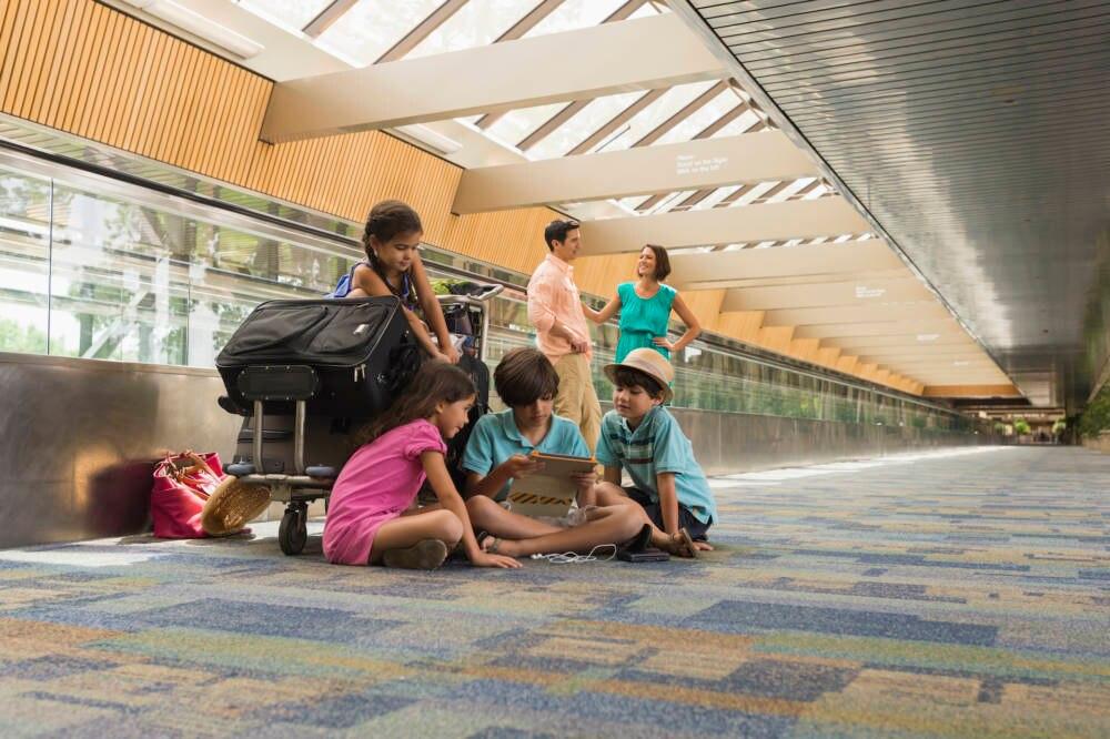 Flughafen, Teppichboden, Kinder, Koffer