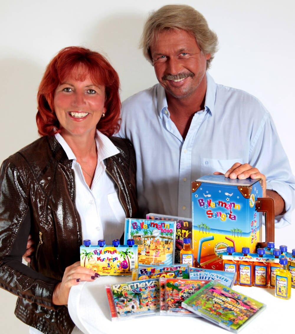 André und Annette Engelhardt im Jahr 2010 mit ihren Ballermann-Produkten.