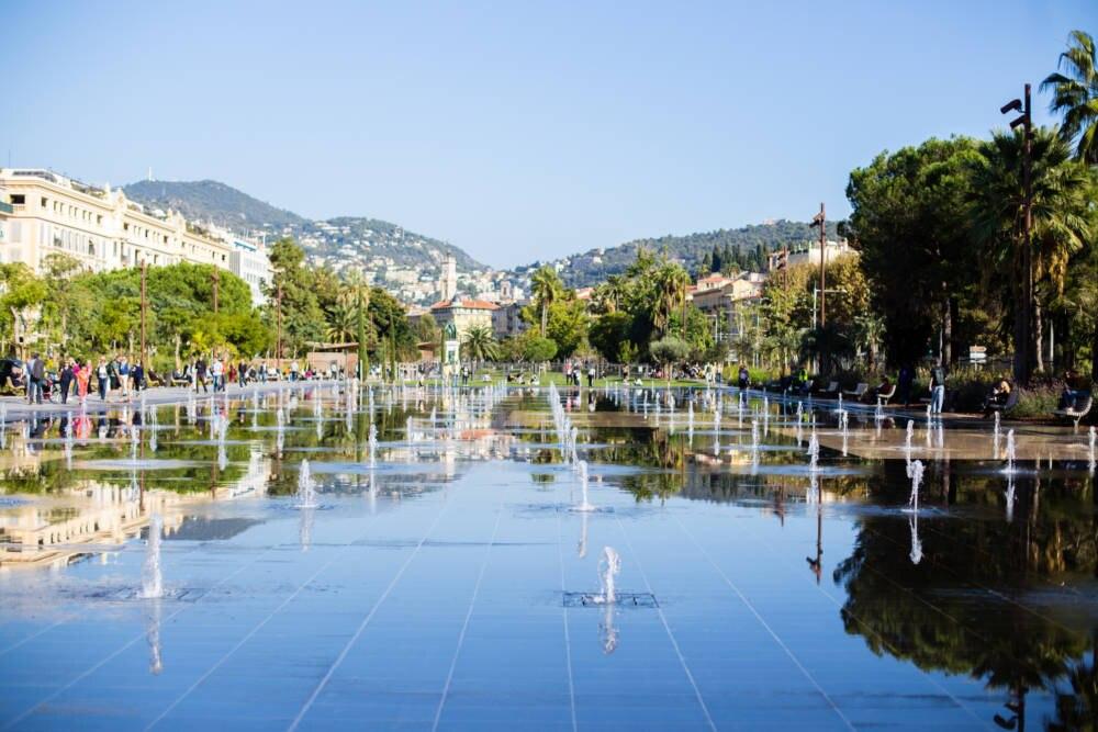 Wasserspielanlagen an der Promenade du Paillon in Nizza