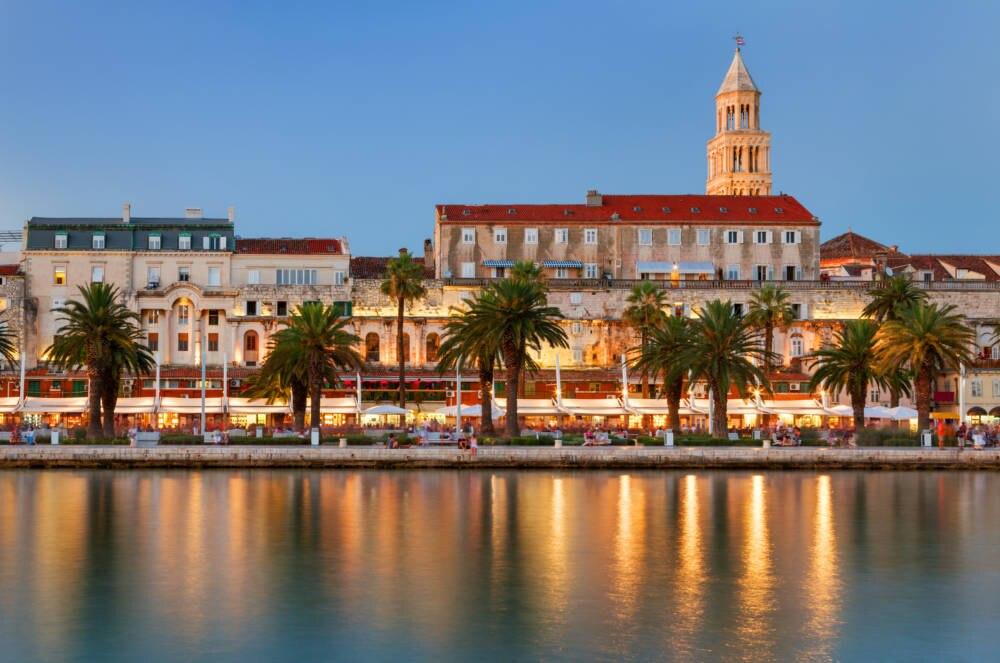 Der Hafen von Split mit der Stadtpromenade