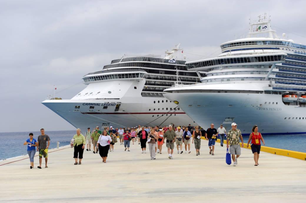 """Kreuzfahrtschiff """"Carnival Legend"""" im Hafen"""