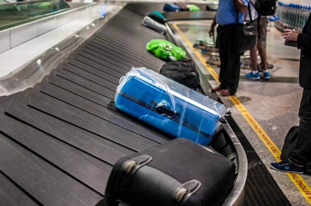 Kofferband am Flughafen