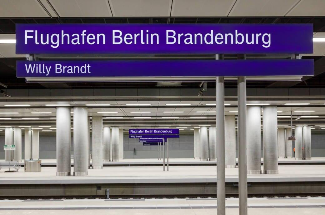 """Viele Gleise, keine Gäste: Der Bahnhof """"Willy Brandt"""" vom Flughafen BER ist seit seiner Fertigstellung verlassen"""