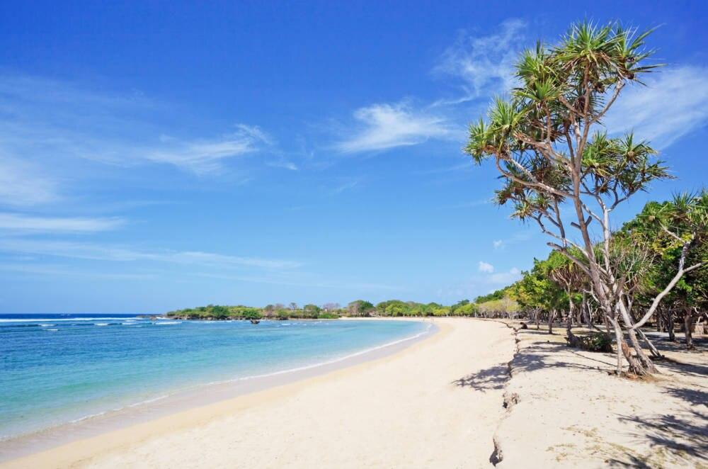 Ein einsamer Strand in Nusa Dua, Bali