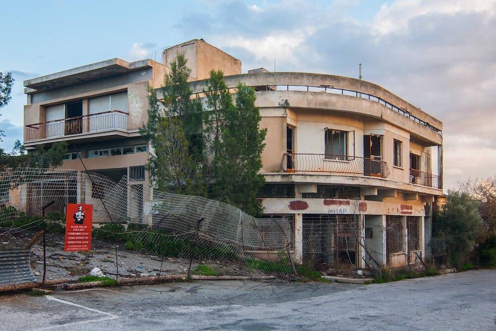 Ein verfallenes Haus in Varosha
