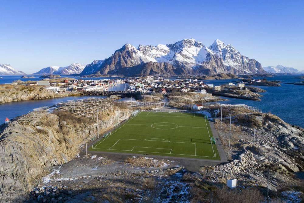 Henningsvær Idrettslag Stadion bei den Lofoten-Inseln, Norwegen