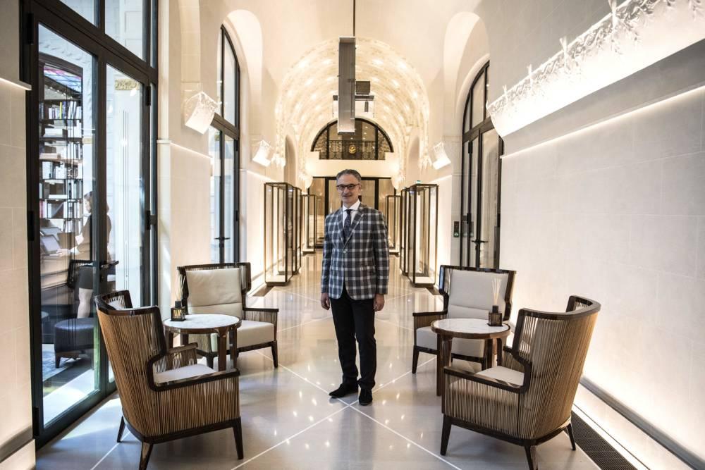 Hoteldirektor Jean-Luc Cousty sieht die Lage des Hotels als Vorteil