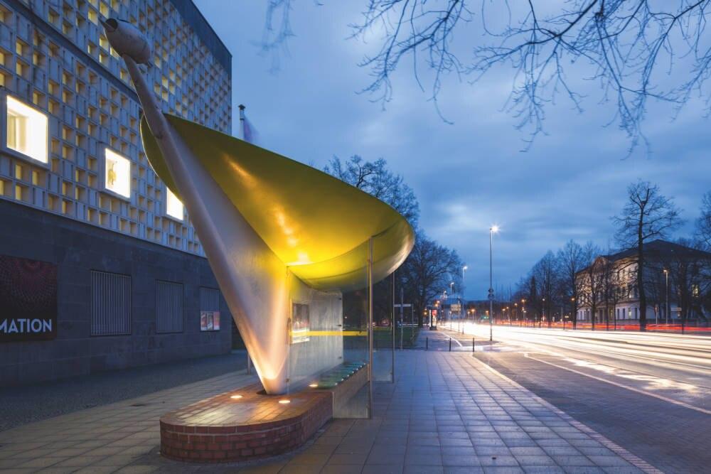 Hier ist die Haltestelle Rathaus / Friedrichswall in Hannover zu sehen