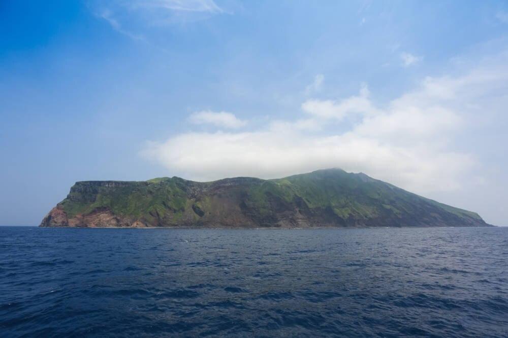 Blick auf Aogashima von der Fähre