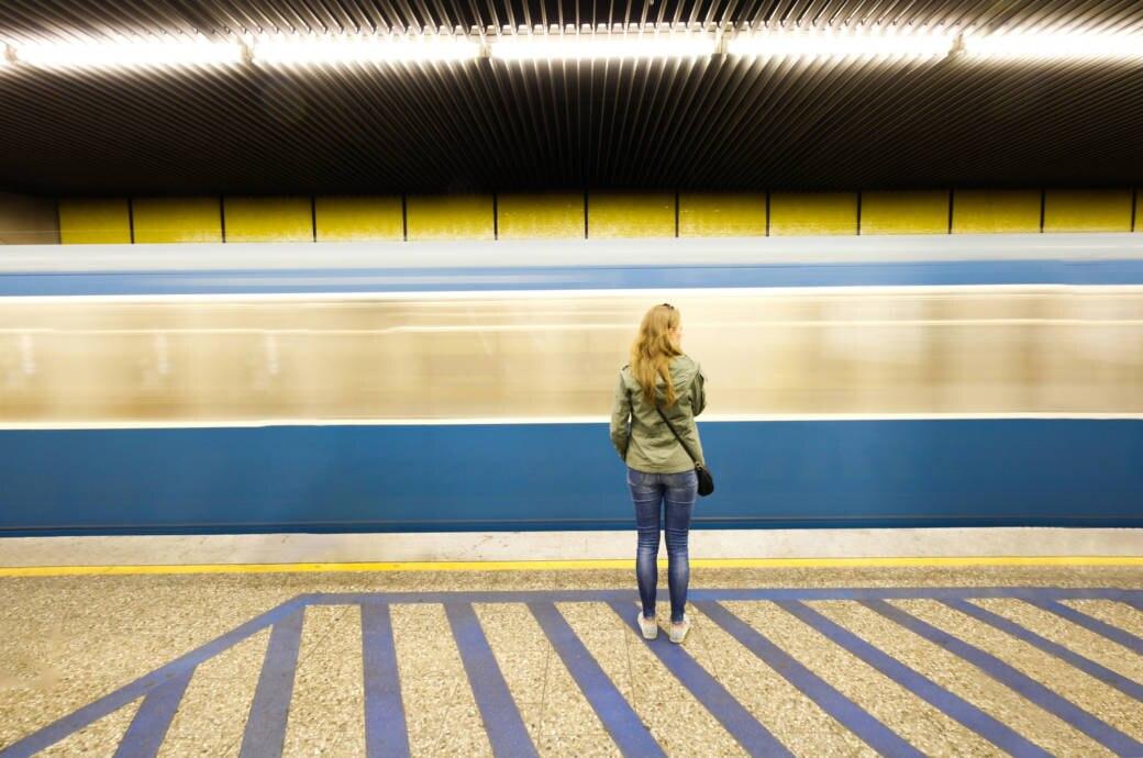Wie bestellt und nicht abgeholt fühlen sich viele Reisende, wenn der Zug oder das Flugzeug ausfällt. Die Entschädigung ist in beiden Fällen unterschiedlich. Warum?