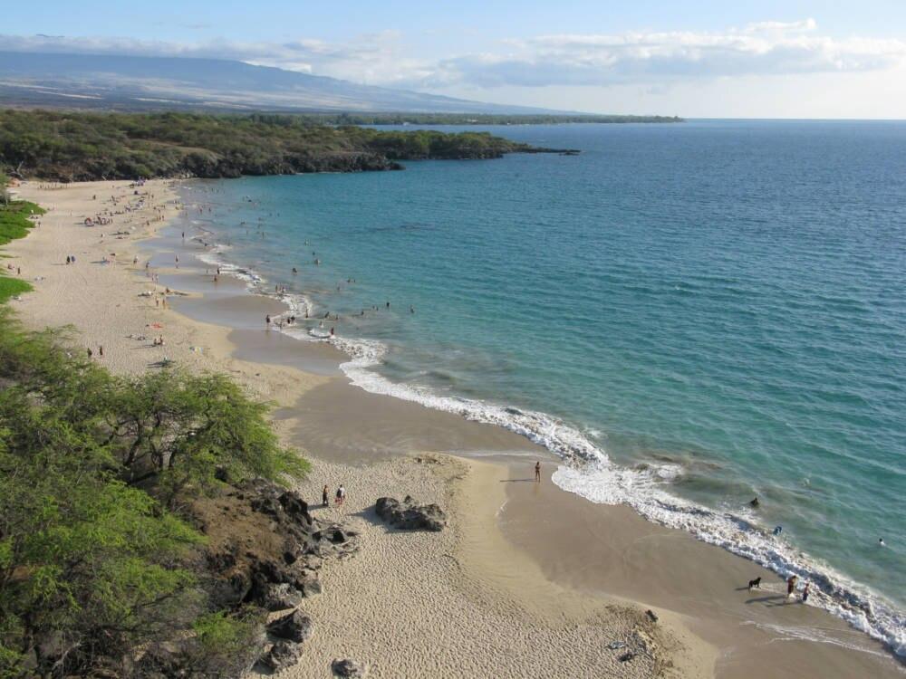 Kristallklares Wasser gibt es auf der Big Island von Hawaii am Hapuna Beach