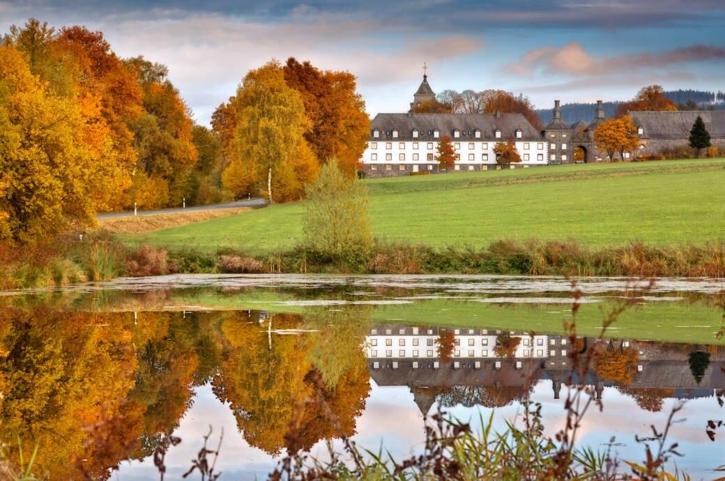 Ursprünglichkeit bestimmt das Aussehen vieler Dörfer im Sauerland.
