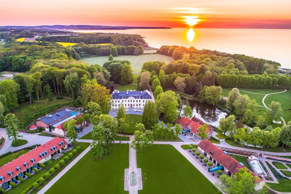 Das Wellnesshotel Weissenhaus Grand Village Resort & Spa am Meer