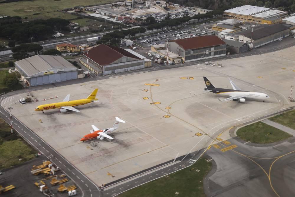 Flugzeuge starten und landen in Rom Ciampino
