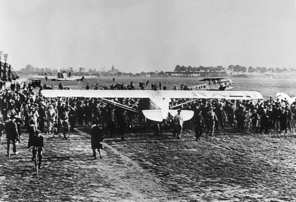 Das Flugzeug Spirit of St-Louis von Charles Lindbergh landete 1927 in Paris-Le Bourget