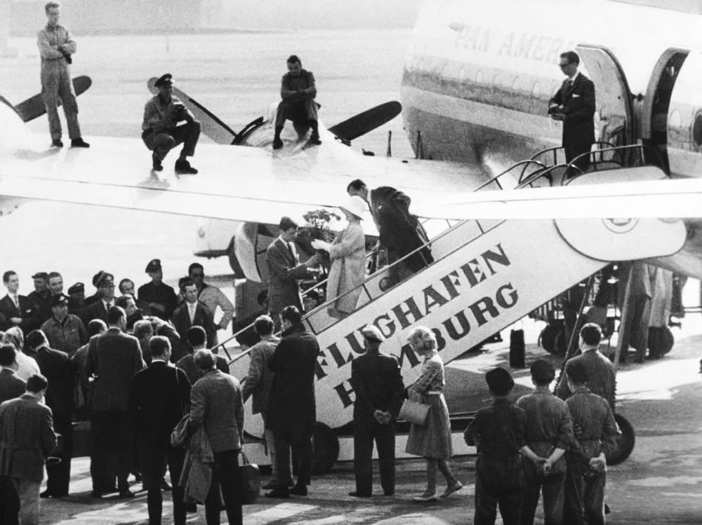 Marlene Dietrich landet 1960 auf dem Flughafen Hamburg