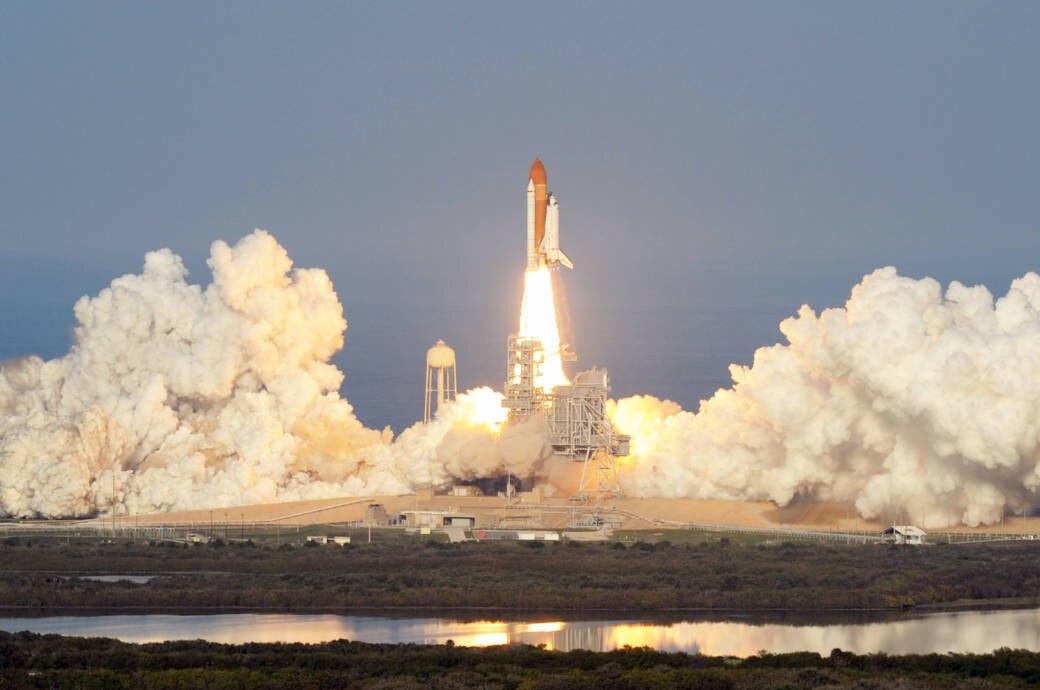 Rakete beim Start ins Weltall