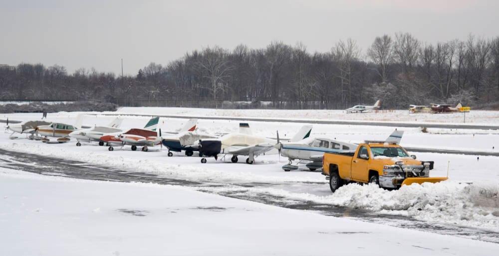 College Park Airport im Schnee