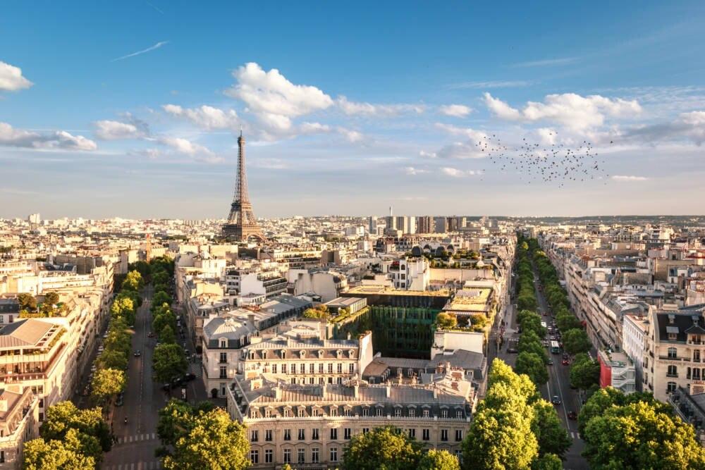 Vogelperspektive auf Paris mit dem Eiffelturm