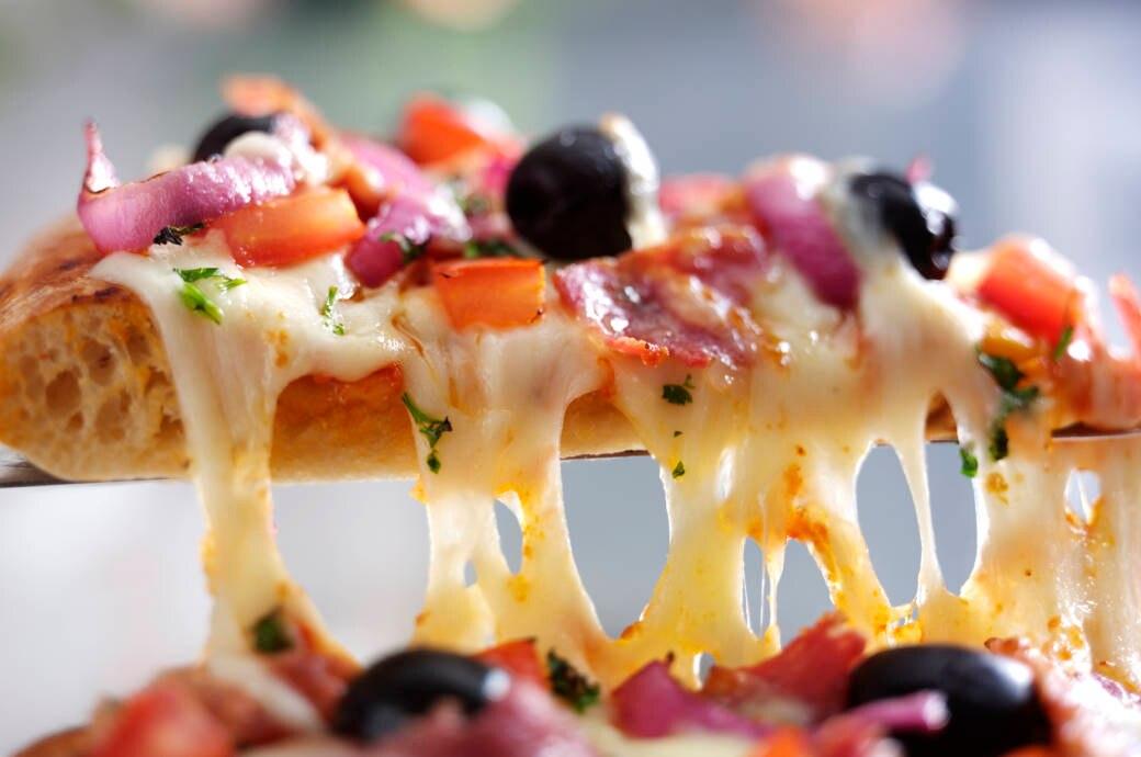 Knusprig, aber nicht zu hart, mit schön viel Käse und ordentlich Belag: So sollte die perfekte Pizza sein.