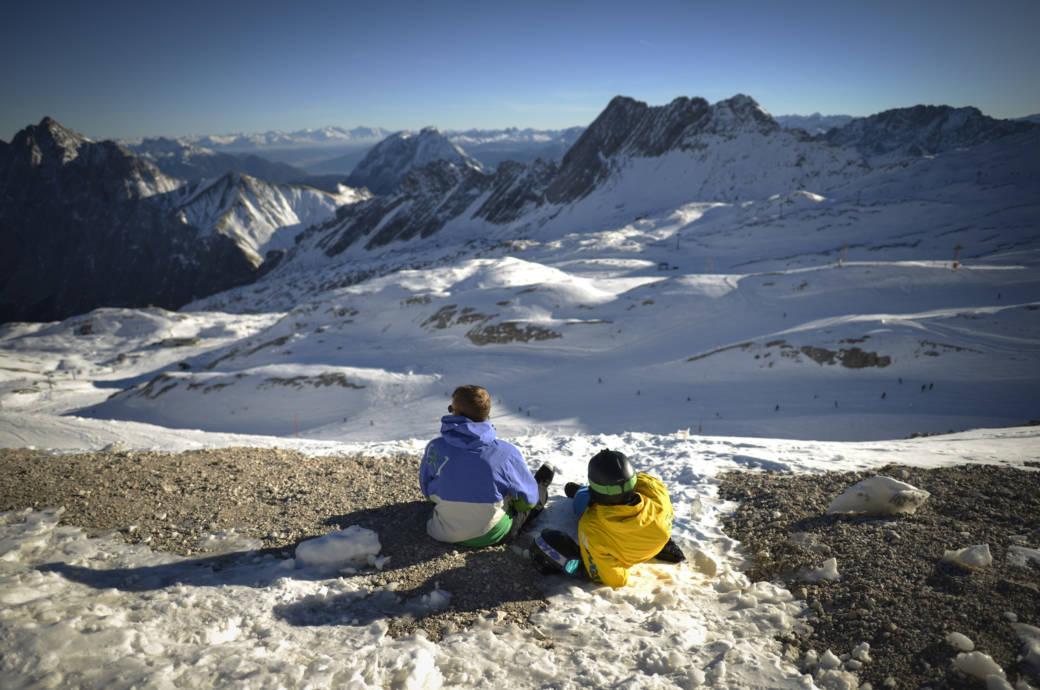 skisaison auf der zugspitze startet sp ter travelbook. Black Bedroom Furniture Sets. Home Design Ideas