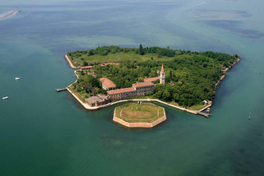 Luftaufnahme der Insel Poveglia
