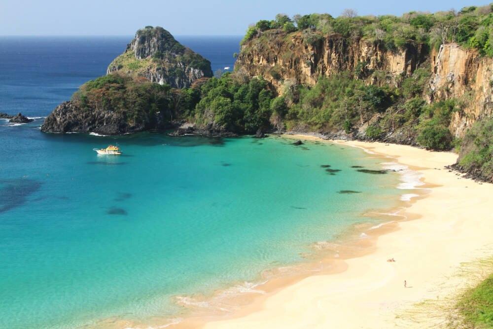 Der einsame Praia do Sancho liegt auf der brasilianischen Insel Fernando de Noronha