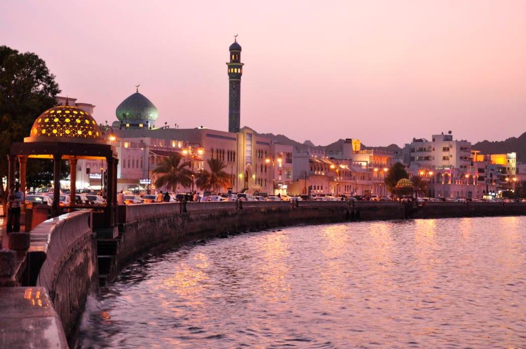 Die schöne Uferpromenade Mutrah Corniche in der Hauptstadt Maskat ist nur eines der Highlights des Oman