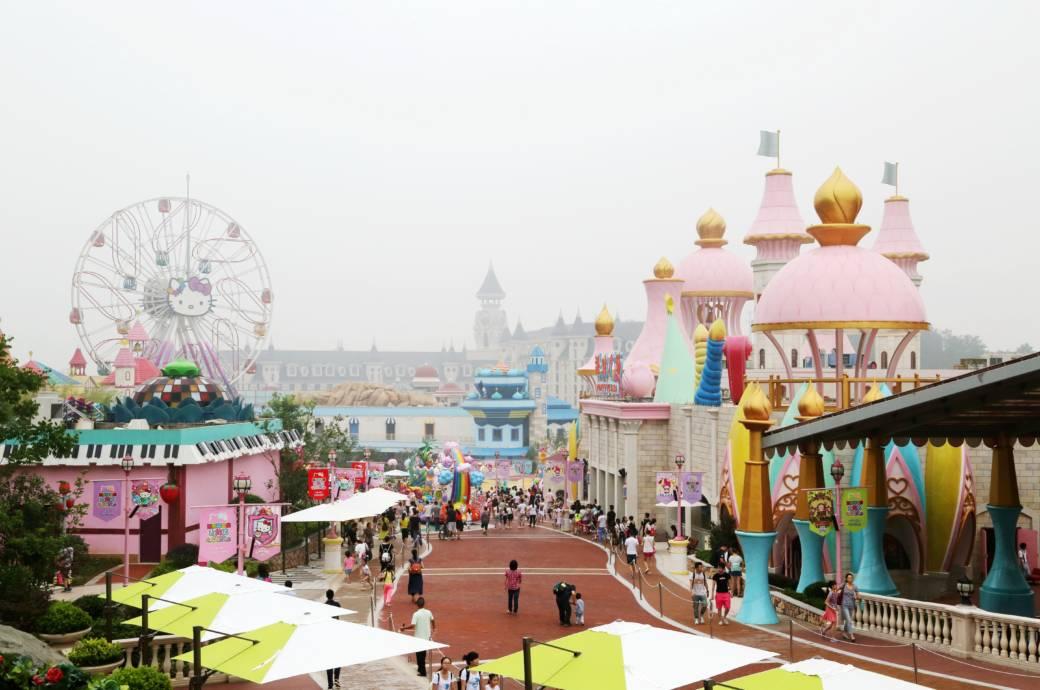 Im Hello-Kitty-Park im chinesischen Anji werden nicht nur Mädchen-Träume wahr, auch viele Paare kommen hierher, um einen wenn auch sehr kitschig anmutenden romantischen Tag zu verbringen
