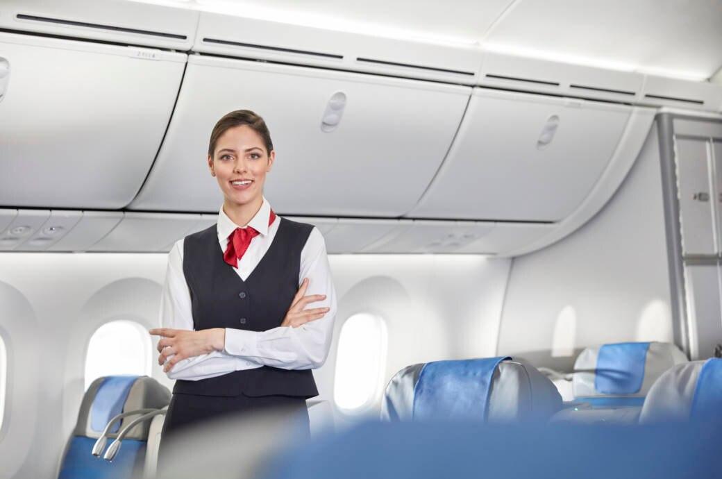 Groß, schlank und gepflegt: So kennt man Flugbegleiter