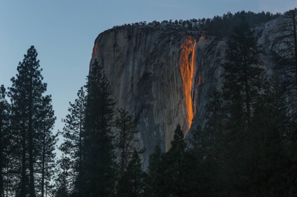 Wasserfall im Yosemite-Nationalpark glüht wieder!