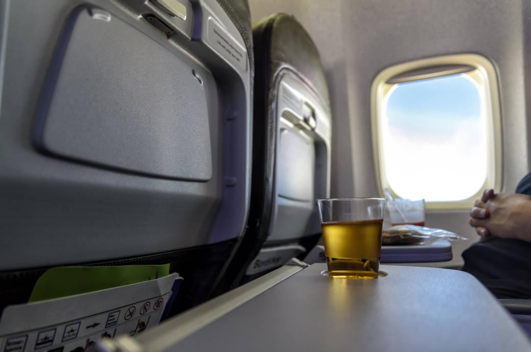 Alkohol im Flugzeug und an Airports bald komplett verboten?