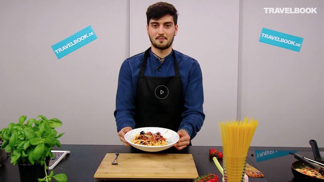 """Italiener zeigt, wie man Spaghetti """"nach Hurenart"""" kocht"""