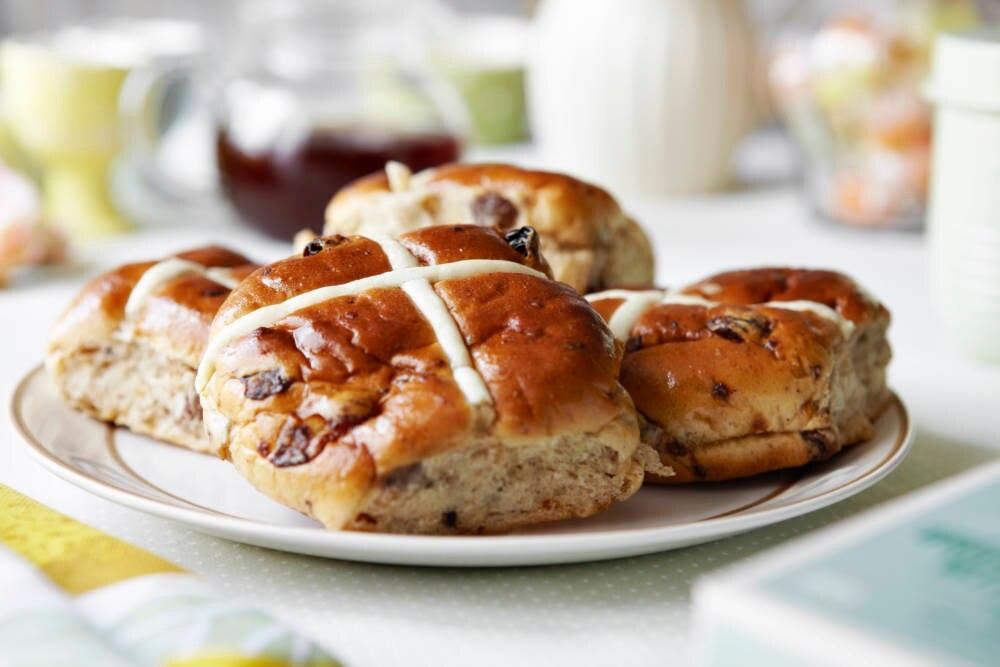 Was Ostern auf den Tisch komm ist ganz unterschiedlich – in England gibt es süßes Gebäck